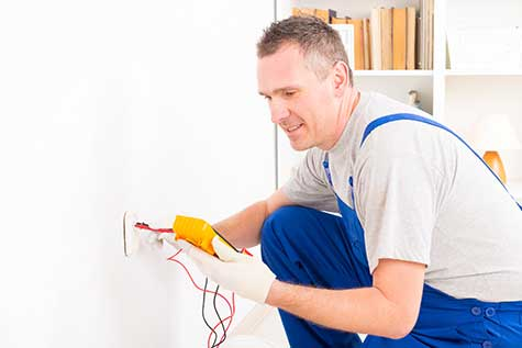 Home Inspections in Toronto - Testing Electrical Outlet